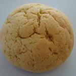 ダンデリオン - 紅茶生地のメロンパン190円