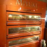 パティスリー・ド・アソ MIYUKI - 入ってすぐ、 オーブンが!!