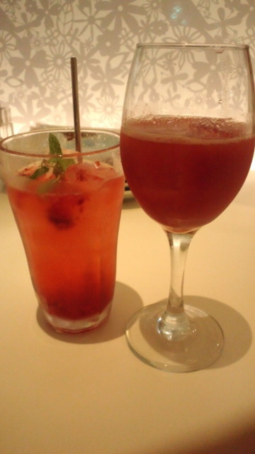 やさい家さくら - 生生姜入りジンジャーエールと生トマトとクランベリージュース
