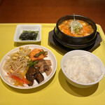 本格韓国料理 ハングルタイガー - 牛スジスンドゥブチゲセット