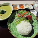 海辺のダイニング KUMFA - タイカレー 980円ランチ(ドリンク・杏仁豆腐付)