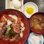 とびしま - 料理写真:づけ丼  650円+税 (温泉玉子は先着限定)