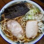 ケンちゃんラーメン - 中華そば  小盛  700円  味:こい口  油:多め