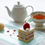 デザートカフェ長楽館 - 本日のケーキセット