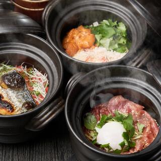 土鍋ご飯が選べる喝采自慢のコースが6000円。ランチも人気