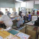 菊水苑 - 電動氷かき機は、常時フル稼働中。