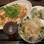 ハノイのホイさん - * 海鮮焼きブン セット 1,100円  + ディナーセット 450円  ・エビとチャーシューの生春巻き  ・青いパパイヤのサラダ