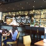 SHARI THE TOKYO SUSHI BAR - オープンキッチンで調理する様子が見えます