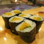寿司 う月 - たくわん巻(大葉、胡麻)