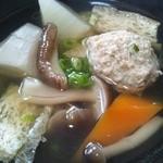 和食の家レンゲ - つみれ汁をよそいました