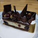 147410439 - フォレノワール。お酒効かせたケーキが好きな方にはオススメです。