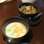 Lei can ting - 豆乳のおかゆ(手前)、高菜と卵ごはん(奥)
