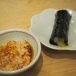 菊水鮓 - カワハギの肝醤油 & 新香巻