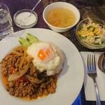 アジアンタワン - 挽肉のバジル炒めご飯/ガパオラードカオ