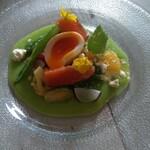 Bistro guccho - 春の野菜畑 スモークサーモンと燻製卵