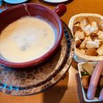アトリエ・ド・フロマージュ - ブルーチーズのフォンデュ ¥1780-