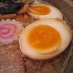 うさぎ家 - 味付玉子のトッピングが50円。