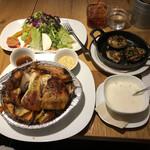 147443522 - チキンボックス、椎茸のロースト、豆乳のコーンスープ、高原野菜のサラダ、オーガニックアイスティー