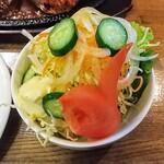 やじろべい - サラダ!きゅうりが目でトマトが口で顔に見えます!マヨネーズがけで普通に美味い。