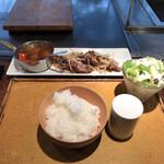 岡半 - 和牛切り落としの生姜焼き定食(税込み1400円)