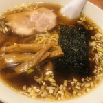 中華料理  代一元 - 料理写真:〆の醤油ラーメン