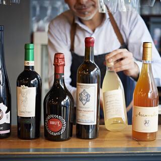 自然派ワインを中心に100種。ソムリエコーチャンにお任せ❗️
