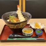 147452106 - ・大エビの天ぷら入り 豊橋カレーうどん 1,890円/税抜