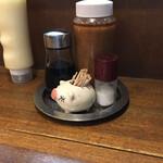 とんかつの山岡 - 料理写真:卓上のドレッシングとマヨネーズ ん?マヨネーズ?