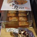 カフェ&ダイニング 990 - レジ脇には美味しそうなパイが☆