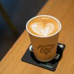 グロリアス チェーン カフェ - カフェラテ