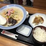 リンガーハット - 料理写真:ちゃんぽん餃子3個セットとご飯