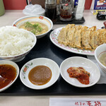 147472132 - 餃子定食!
