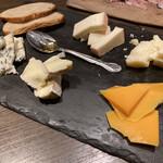 トラットリア クアルト - * イタリアン産チーズの盛り合わせ  1,430円