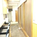 147481655 - カウンター8席、2~6名の個室もあります。