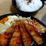 サッポロ麒麟ラーメン - 『キリンセット』(税込み900円)の揚げ物とご飯
