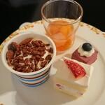 カフェレストラン セリーナ - ソフトクリームはカセット式の物を自分でセットしてカップに