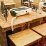 鰓呼吸 - 1階はカウンタ、デモテーブル、通常テーブル