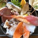 渥美の丼屋 まるみ - ・海鮮丼 中盛り 1,140円/税抜