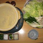 地どり割烹 とり善 - コラーゲンたっぷり黄金色スープの地どり水炊き