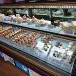 パティスリー アンフィーユ2016 - 料理写真:色鮮やかなケーキ