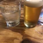 支那そば哉 - お冷や対ひとくち生ビール