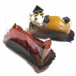 147521079 - ゴルゴンゾーラチーズケーキ(税込724円)                       季節のフルーツタルト(税込724円)