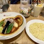 147526756 - 豚の角煮&ベジタブルのミニグリーンサラダ&マンゴーラッシーセット