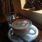 ガムツリーコーヒーカンパニー - Cappuccino お店の二階で