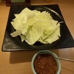本家あべや - ざっくりキャベツと自家製鶏味噌