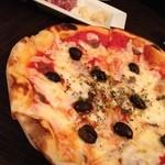 14755125 - オリーブとアンチョビのピザ