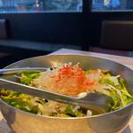 焼肉かまくら本店 - チョレギサラダ 新鮮野菜ボリュームたっぷり。名前を失念しましたが、サラダの上の透明な春雨のような食材がプチプチして楽しい食感。