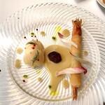 147584888 - 帆立貝のマリネとクスクスのサラダ                       カウアイ海老のブリック包み 和栗のピュレ