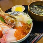 よってけ まるとみ - 料理写真:『海鮮丼』 税抜1,680円