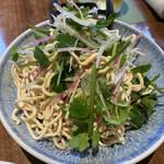 大連餃子基地 DALIAN - * 干し豆腐と香菜のサラダ 715円